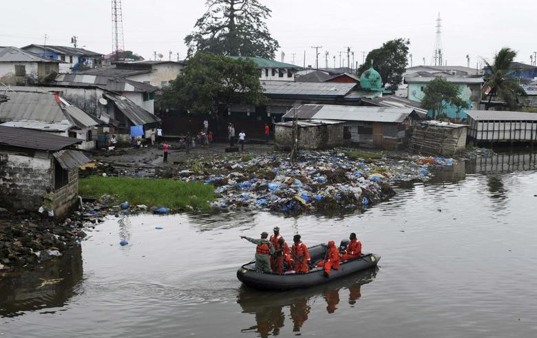 Liberian security forces patrol the waters around the Ebola quarantine area of West Point to stop residents crossing to the city centre of Monrovia August 24, 2014.   REUTERS/2Tango