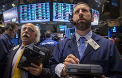La Bourse de New York a fini lundi en hausse de 0,46%, l'indice Dow Jones gagnant 78,15 points à 17.079,37 points. Le S&P-500, plus large, a pris 0,49%, à 1.998,19 points, après avoir passé pour la première fois au cours de la séance la barre symbolique des 2.000 points. Le Nasdaq Composite a avancé de son côté de 0,42%. /Photo prise lme 25 août 2014/REUTERS/Brendan McDermid