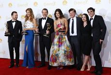 """Elenco da série """"Breaking Bad"""" posa para foto durante 66ª edição do Emmy Awards, em Los Angeles, Califórnia. 25/08/2014.  REUTERS/Mike Blake"""
