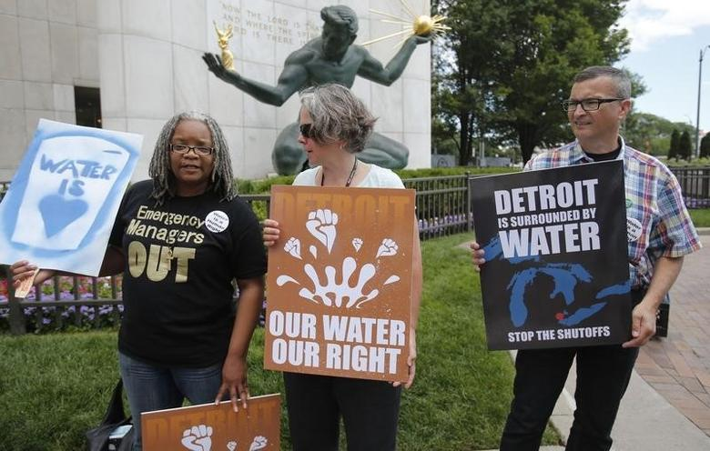 (L-R) Detroit water activists Tawana Petty, Priscilla Dziubek and Lou Novak stand outside City Hall to protest against the increase in water shutoffs for residential customers with unpaid bills during a rally in Detroit, Michigan July 24, 2014. REUTERS/Rebecca Cook