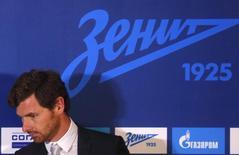 """Тренер """"Зенита"""" Андре Виллаш-Боаш на пресс-конференции в Санкт-Петербурге 20 марта 2014 года. Петербургский """"Зенит"""" в родных стенах обыграл бельгийский """"Стандард"""" со счетом 3-0 и вышел в групповой этап Лиги чемпионов. REUTERS/Alexander Demianchuk"""