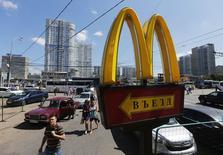 Logo da McDonald's em um restaurante de Moscou. 25/07/2014. REUTERS/Maxim Shemetov