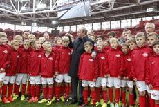 Russian President Vladimir Putin talks to young soccer players during a visit to Spartak's stadium Otkrytie Arena in Moscow, August 27, 2014. REUTERS/Sergei Karpukhin