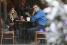 Кафе в Москве 21 января 2013 года. Российская ресторанная группа Росинтер в первом полугодии 2014 года получила прибыль в размере 57,4 миллиона рублей после убытка годом ранее, сообщила компания в четверг. REUTERS/Sergei Karpukhin
