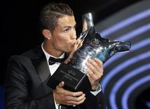 Cristiano Ronaldo, do Real Madrid, é eleito o melhor jogador da Europa, nesta quinta-feira, em Monte Carlo, Mônaco. 28/08/2014 REUTERS/Eric Gaillard