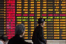 Investors look at information displayed on an electronic screen at a brokerage house in Shanghai, April 14, 2014.  REUTERS/Aly Song
