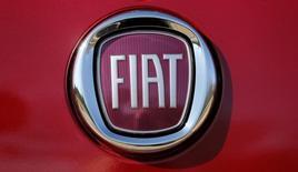 Imagen del logo de Fiat durante un evento en Auburn Hills, Michigan. 6 de mayo, 2014. Fiat-Chrysler busca salir a la bolsa de Nueva York el 13 de octubre, dijo el sábado el presidente ejecutivo de la compañía, Sergio Marchionne, y agregó que la decisión sobre cualquier aumento de capital se tomaría a fin de ese mes.  REUTERS/Rebecca Cook