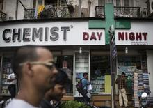 People walk past a chemist shop at a market in Mumbai June 24, 2014.  REUTERS/Danish Siddiqui