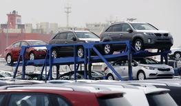 La Corée du Sud a repoussé de plus de cinq ans la mise en place d'une taxe sur les émissions de carbone par les véhicules automobiles sous la pression des constructeurs sud-coréens et méricains qui craignent une baisse de leurs ventes. /Photo d'archives/REUTERS/Lee Jae-Won