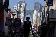 Dans les rues Wenzhou, dans la province chinoise de Zhejiang. L'activité dans le secteur des services en Chine a connu en août sa plus forte expansion à 54,1 depuis 17 mois, à la faveur d'un rebond des nouvelles commandes qui avaient fortement ralenti en juillet, montre l'enquête HSBC/Markit auprès des directeurs d'achat. /Photo d'archives/REUTERS/Carlos Barria
