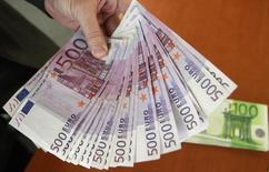 La croissance des crédits aux entreprises s'est accélérée en juillet en France pour atteindre 1,8% sur un an, après 1,3% en juin et 0,9% en mai, selon les données brutes publiées mercredi par la Banque de France. /Photo d'archives/REUTERS/Andrea Comas