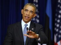 Президент США Барак Обама на пресс-конференции в Таллине 3 сентября 2014 года. Барак Обама осторожно приветствовал сообщения о договоренности между Москвой и Киевом о прекращении огня на Украине, назвав перемирие шансом на урегулирование конфликта, и сказал, что мир на Украине невозможен, пока Россия посылает туда войска под видом ополчения и настаивает на распаде Украины. REUTERS/Larry Downing