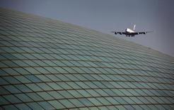 Selon l'Association internationale du transport aérien (Iata), le trafic passagers a connu une croissance de la demande de 5,3% en juillet avec un coefficient d'occupation stable et des perspectives positives. /Photo d'archives/REUTERS/David Gray
