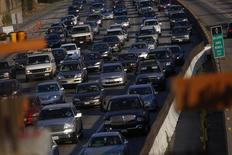 Traffic moves slowly on the 405 freeway in Los Angeles, California July 14, 2011. REUTERS/Eric Thayer