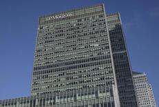 Las oficinas corporativas de JP Morgan en Londres, ene 28 2014. Reguladores estadounidenses adoptaron el miércoles medidas para que los bancos mantengan activos fáciles de vender y así mantenerlos operando durante una crisis, después de que muchos fueran sorprendidos cortos de dinero en medio de la crisis financiera de 2007-2009. REUTERS/Simon Newman