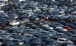 Les ventes de voitures ont augmenté de 1,2% en août en Europe de l'Ouest, enregistrant ainsi une douzième hausse mensuelle consécutive, la baisse de la demande en Allemagne et en France ayant été compensée par une forte progression en Grande-Bretagne et en Espagne, selon le cabinet LMC Automotive. /Photo d'archives/REUTERS/Alexandra Beier