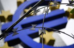Protestors left some barbed wire in front of the euro sign landmark outside the headquarters of the European Central Bank (ECB) before the ECB's monthly news conference in Frankfurt, September 4, 2014. REUTERS/Kai Pfaffenbach