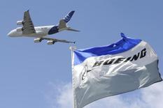 Airbus et Boeing ont chacun dépassé le millier de commandes sur les huit premiers mois de l'année, mais l'avionneur américain est loin devant lorsqu'on ajuste le total pour tenir compte des annulations. /Photo d'archives/REUTERS/Gonzalo Fuentes