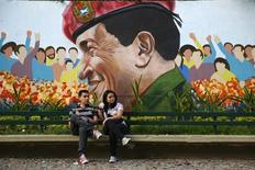 A Caracas. La réécriture du Notre Père par le Parti socialiste vénézuélien (PSUV) en hommage au défunt président Hugo Chavez n'est pas du goût des évêques catholiques du pays. /Photo prise le 9 mars 2014/REUTERS/Jorge Silva