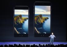Phil Schiller, vice-presidente da Apple, durante lançamemto do iPhone 6 e iPhone 6 Plus em Cupertino. 09/09/2014 REUTERS/Stephen Lam