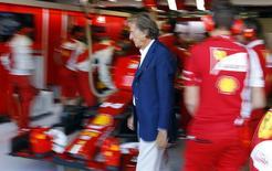Luca Cordero di Montezemolo quittera la présidence de Ferrari le 13 octobre pour être remplacé par Sergio Marchionne. Son départ était largement attendu au vu de ses divergences de plus en plus affichées avec l'administrateur délégué de la maison mère Fiat. /Photo prise le 6 septembre 2014/REUTERS/Stefano Rellandini