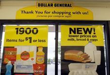 Ayant été éconduit par deux fois, Dollar General a lancé mercredi une OPA hostile de 9,1 milliards de dollars (sept milliards d'euros), soit 80 dollars par titre, sur la totalité du capital de Family Dollar Stores. /Photo d'archives/REUTERS/Rick Wilking