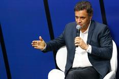 Candidato do PSDB Aécio Neves durante entrevista ao jornal O Globo na quarta-feira.  REUTERS/Ricardo Moraes