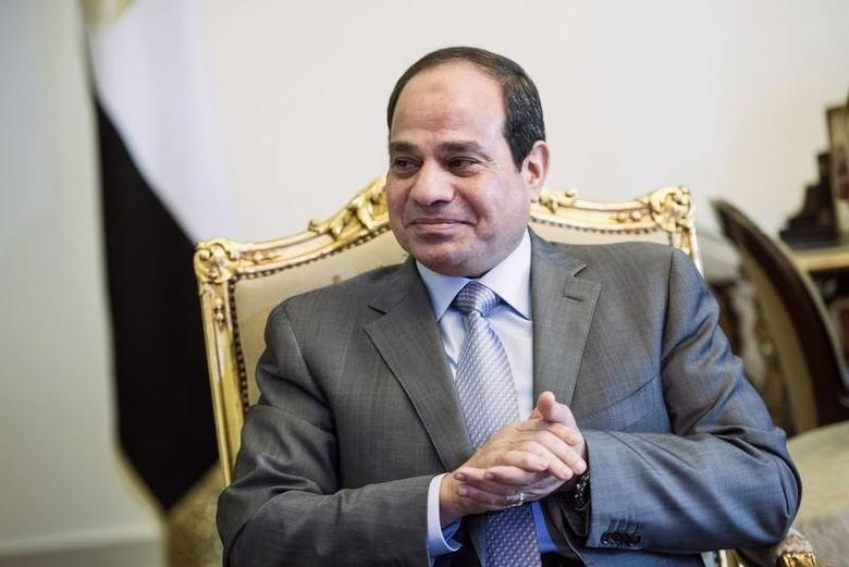 Egyptian President Abdel Fattah al-Sisi waits for a meeting with U.S. Secretary of State John Kerry at the presidential palace in Cairo September 13, 2014. REUTERS/Brendan Smialowski/Pool