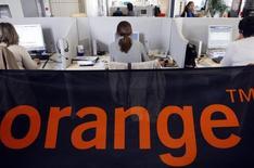 Orange va lancer une offre publique d'achat sur l'opérateur télécoms espagnol Jazztel valorisant ce dernier à 3,4 milliards d'euros. /Photo d'archives/REUTERS/Régis Duvignau