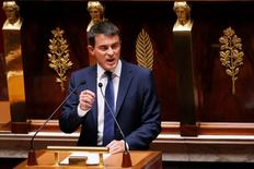 Manuel Valls a demandé, lors de sa déclaration de politique générale à l'Assemblée nationale, au Medef de s'abstenir de toute surenchère, au lendemain de la diffusion des grandes lignes d'un document de travail de l'organisation patronale reçu comme une provocation par les syndicats. /Photo prise le 16 septembre 2014/REUTERS/Gonzalo Fuentes