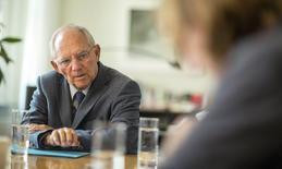 Le ministre allemand des Finances, Wolfgang Schäuble. L'Allemagne, a-t-il dit dans une interview à Reuters,est prête à débattre de l'octroi d'avantages fiscaux aux entreprises sur les revenus générés par les brevets et les licences qu'elles détiennent à condition que les règles en vigueur soient harmonisées pour éviter une concurrence déloyale en matière d'investissement étranger. /Photo prise le 16 septembre 2014/REUTERS/Hannibal Hanschke