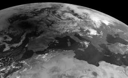 Imagen de archivo de una vista satelital de partes del continente europeo. Los orígenes genéticos de los europeos modernos podrían ser más complicados de lo que se pensaba.