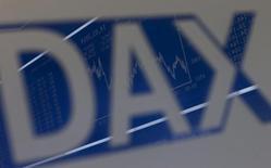 """Логотип DAX на фондовой бирже во Франкфурте-на-Майне 14 марта 2014 года. Европейские фондовые рынки растут вслед за Уолл-стрит после обещания ФРС сохранить низкие процентные ставки """"значительное время"""". REUTERS/Ralph Orlowski"""