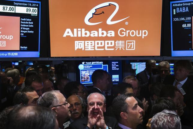 9月22日、19日にニューヨーク証券取引所(NYSE)に上場した中国の電子商取引会社アリババ・グループ・ホールディングと同社の一部株主は、4800万株の追加売り出しを行った。NY証取で19日撮影(2014年 ロイター/Lucas Jackson)