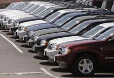 Chrysler annonce lundi le rappel de 230.760 véhicules vendus essentiellement sur le marché nord-américain en raison d'un défaut potentiel des pompes à injection sur des modèles Jeep Grand Cherokee et Dodge Durango. /Photo d'archives/REUTERS/Rick Wilking