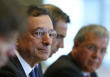 Mario Draghi, presidente del BCE, habla ante la Comisión de Asuntos Económicos y Monetarios del Parlamento Europeo en Bruselas, 22 septiembre, 2014. El Banco Central Europeo está dispuesto a tomar medidas adicionales no convencionales y cambiar sus actuales iniciativas para aumentar la inflación y el crecimiento en la zona euro si es necesario, afirmó el lunes su presidente, Mario Draghi.   REUTERS/Yves Herman