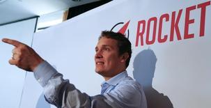 El CEO de Rocket Internet, Oliver Samwer, habla en una conferencia de prensa en Frankfurt, 24 septiembre, 2014. Rocket Internet, un grupo de comercio electrónico que sigue la estela de la exitosa salida a bolsa de su competidor chino Alibaba, logró que los inversores suscribieran la totalidad de su oferta pública inicial de acciones, dijeron el miércoles bancos aseguradores y ejecutivos de la empresa.REUTERS/Ralph Orlowski