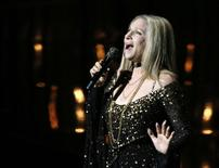 """Barbra Streisand performs the song """"Memories"""" from the film """"The Way We Were"""" at the 85th Academy Awards in Hollywood, California February 24, 2013.     REUTERS/Mario Anzuoni"""