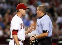 Arizona Diamondbacks manager AJ Hinch (L) argues with home plate umpire Mike Everitt about a call at home plate against the New York Mets in the third inning during their MLB National League baseball game in Phoenix August 12, 2009. REUTERS/Rick Scuteri