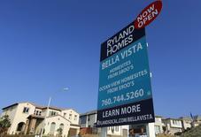 Le prix moyen des maisons a reculé en juillet. Les économistes interrogés par Reuters attendaient en moyenne une statistique inchangée. /Photo d'archives/REUTERS/Mike Blake