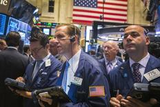 La Bourse de New York a ouvert en hausse vendredi, saluant le chiffre supérieur aux attentes des créations d'emploi de septembre. Quelques minutes après le début des échanges, le Dow Jones gagnait 0,61%, le Standard & Poor's 500 0,58% à 1.957,55 et le Nasdaq Composite 0,54%. /Photo prise le 2 octobre 2014/REUTERS/Lucas Jackson