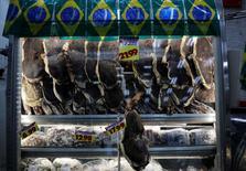 Carnes a venda na vitrine de um açougue, em São Paulo. 30/05/2014. REUTERS/Nacho Doce