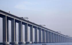 Vista parcial da ponte Rio-Niterói, no Rio de Janeiro. 16/05/2014.  REUTERS/Ricardo Moraes