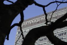 El logo de JP Morgan visto en sus oficinas en Londres, 28 enero, 2014. JP Morgan Chase & Co reportó ganancias para el tercer trimestre, mientras el mayor banco de Estados Unidos supera las enormes demandas que provocaron pérdidas en el mismo trimestre del año pasado, según un documento aparentemente auténtico publicado en la página shareholder.com. REUTERS/Simon Newman