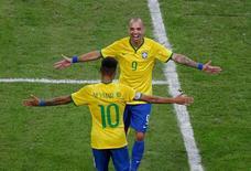 Diego Tardelli comemora gol do Brasil contra Argentina, no sábado.  REUTERS/Jason Lee