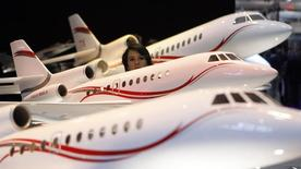 Dassault Aviation a annoncé jeudi une hausse de ses prises de commandes d'avions d'affaires sur les neuf premiers mois de l'année comparé à la période correspondante de 2013 et confirmé son objectif de livraisons pour 2014. /Photo d'archives/REUTERS/Denis Balibouse