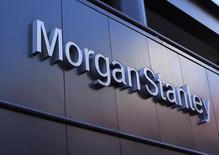 El logo corporativo de la firma Morgan Stanley en su edificio en San Diego. Imagen de archivo, 24 septiembre, 2013. Morgan Stanley reportó un alza de 87 por ciento en su ganancia del tercer trimestre debido a que las operaciones de intermediación y los negocios de gestión de patrimonio de los bancos de Wall Street se beneficiaron de un aumento de las actividades de sus clientes. REUTERS/Mike Blake