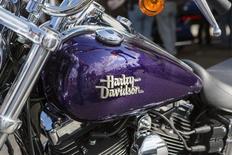 Мотоцикл в музее Harley-Davidson в Милуоки 31 августа 2013 года. Ведущий мировой производитель тяжелых мотоциклов Harley-Davidson Inc сообщил во вторник превзошедшие ожидания квартальные финансовые результаты благодаря хорошим продажам на ключевых для компании рынках, включая американский. REUTERS/Sara Stathas