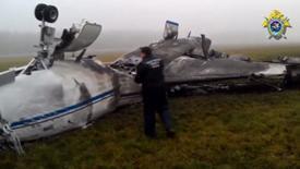 La carcasse calcinée du jet d'affaires dans lequel le PDG de Total, Christophe de Margerie, a perdu la vie lundi soir lorsque l'avion a percuté un chasse-neige au décollage de l'aéroport Vnoukovo de Moscou. /Capture d'écran du 21 octobre 2014/REUTERS/Commission d'enquête russe via Reuters TV