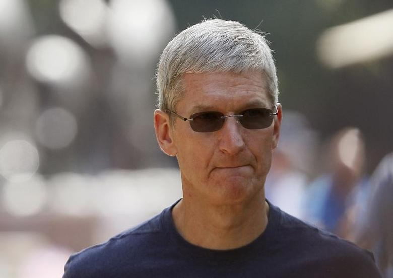 Apple Inc. CEO Tim Cook walks down a sidewalk during a break on the first day of the Allen and Co. media conference in Sun Valley, Idaho July 9, 2014. REUTERS/Rick Wilking